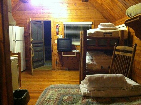 Uchee Creek Army Campground and Marina: Small cabin