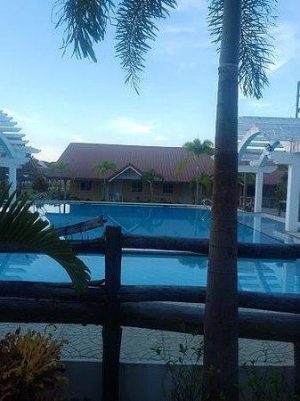 Phi Phi Hotel and Beach Resort