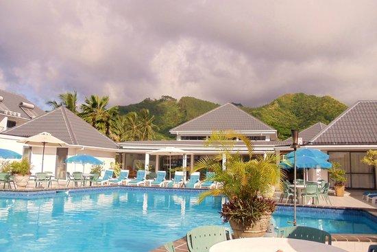 Muri Beach Club Hotel: View from the pool courtyard.
