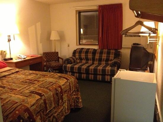 Super 8 Hotel Zanesville: my pretty room :-)