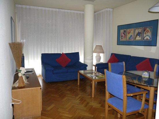 Suites Mirasierra: Sala y comedor
