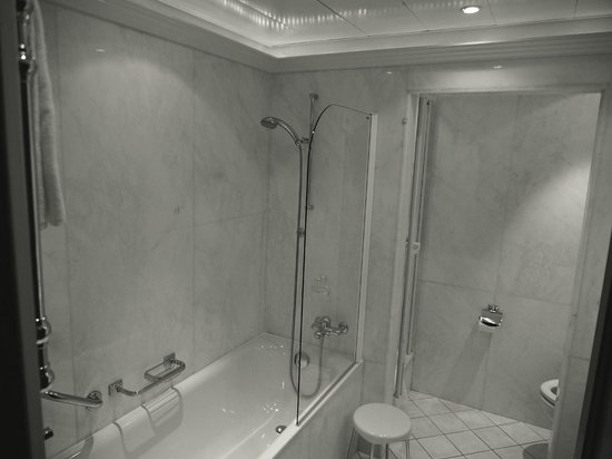 Hotel Bristol: Bathroom
