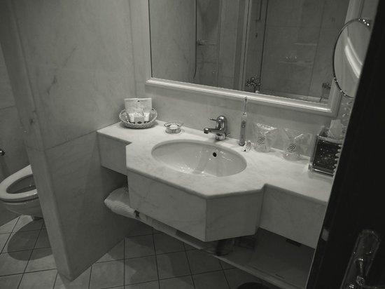 Hotel Bristol: Sink / Vanity