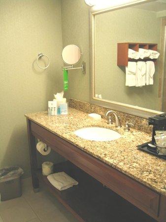 Hampton By Hilton Miami-Coconut Grove/Coral Gables: Sala de banho com toalhas e amenidades limpissimo