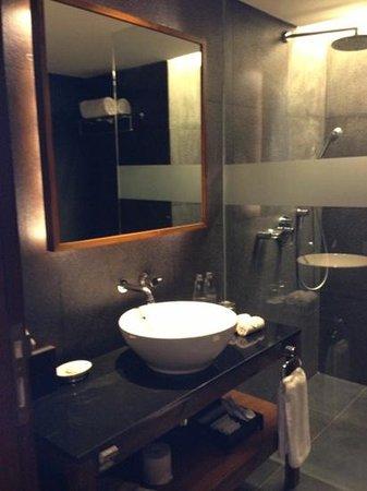 Fontana Hotel Bali: toilet - deluxe room