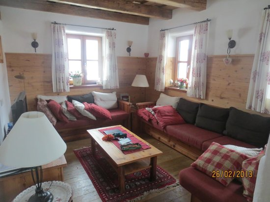 St Martin Chalets: The Lounge area (No 10)