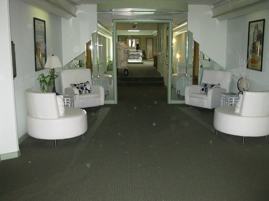 Hollywood Celebrity Hotel: Upstairs hallway