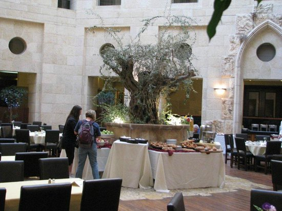 Olive Tree Hotel: Olive Tree dining courtyard
