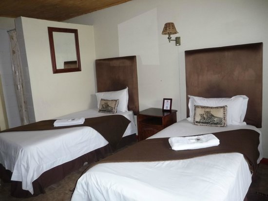 Airport Game Lodge: Chambre 2 lits simples