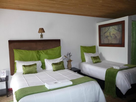 Airport Game Lodge: Chambre double même triple si on le souhaite