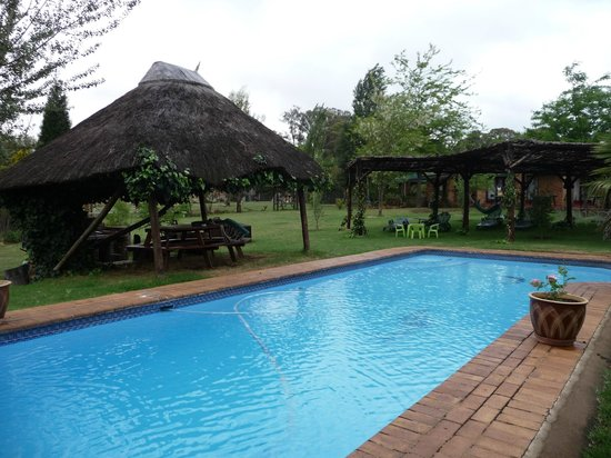 Airport Game Lodge: piscine