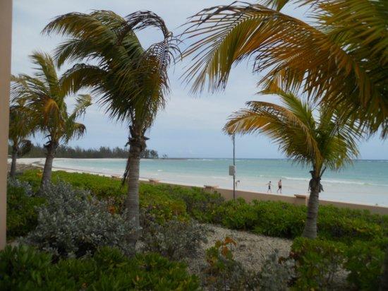Island Seas Resort: Beach view from room balcony.
