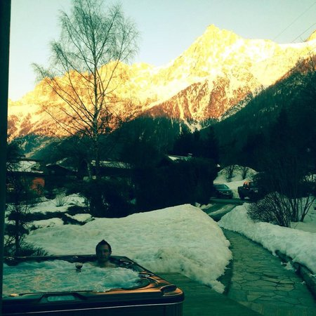 Chalet Shiraz : Hot tub and view