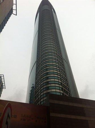 Pullman Shanghai Skyway Hotel: vista exterior edificio