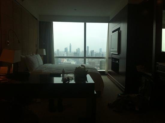 Pullman Shanghai Skyway Hotel: vista quarto 2