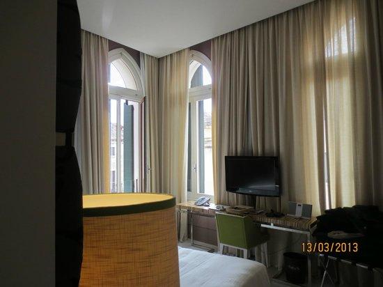 SINA Centurion Palace : Light airy room 303