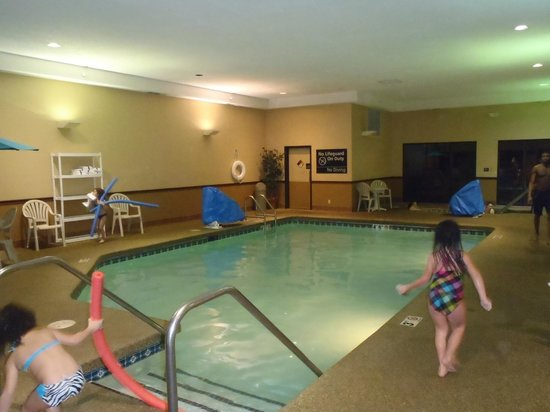 Hampton Inn Cedar Rapids : Pool area, nicely heated water