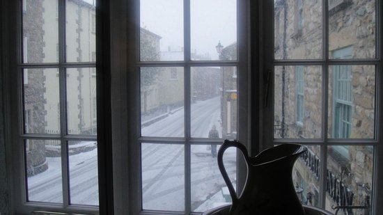 The Dalesman Country Inn: room 4 view onto snowy main street