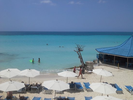 Negril Tree House Resort: View of the beavh at the hotel!