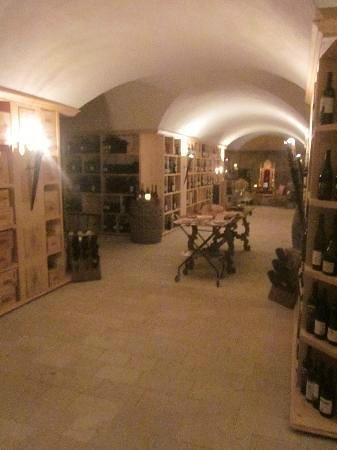 Villa Orso Grigio: Immensa cantina