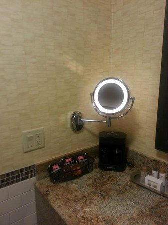Choctaw Casino Resort: Lighted mirror