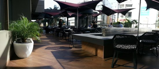 Luxe City Center Hotel: patio