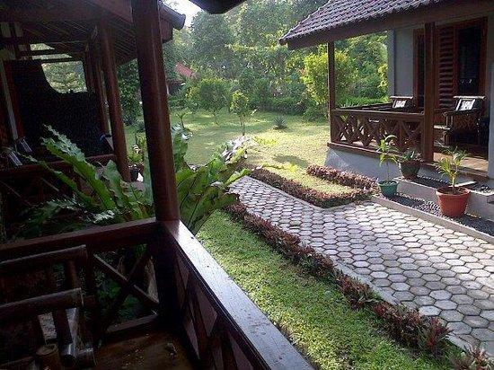 Damai Bungalows: front cottage