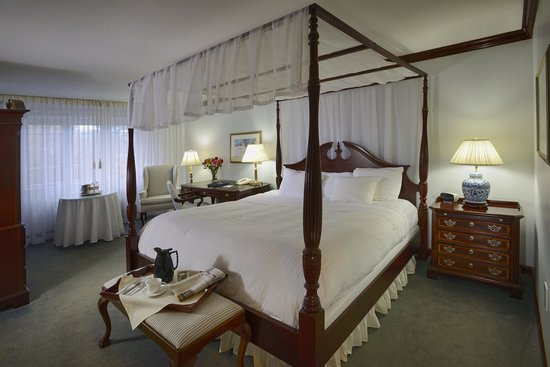 Avon Old Farms Hotel: Traditional King Room