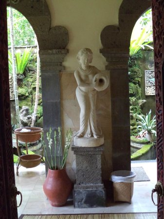Alam Shanti: Bad im Shindu-Zimmer