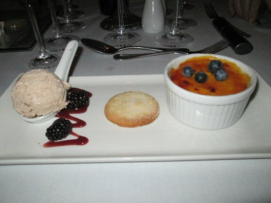 Monneaux Restaurant: Truly scrumptious dessert!
