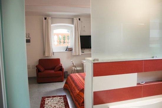 Stanze Da Letto Rosse : Camera da letto rossa foto di villa maddalena bordighera
