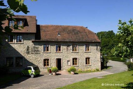 Auberge Saint Walfrid : Entrée de l'hôtel-restaurant