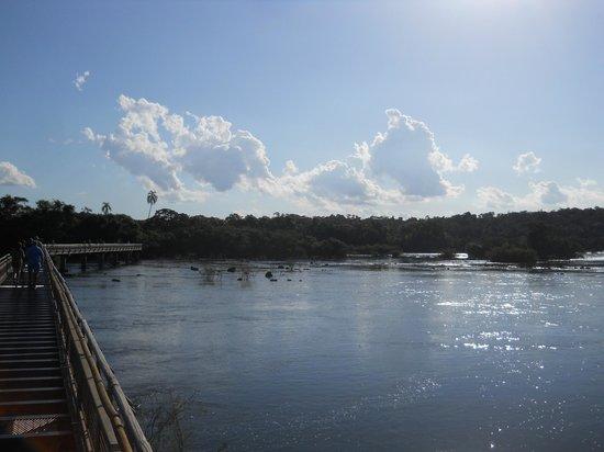 Puerto Iguazú Arts and Crafts Market: estupenda tranquilidad, ... a metros la cascada magnífica
