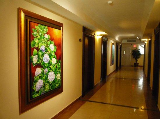 Toscana Inn Hotel: pasillo quinto piso