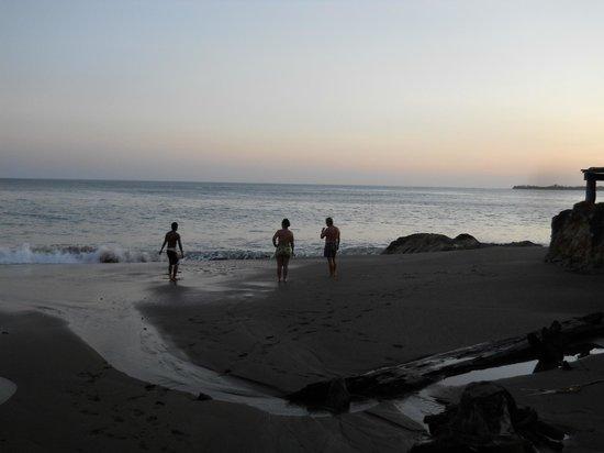 Posada Los Destiladeros: atardecer en la playa