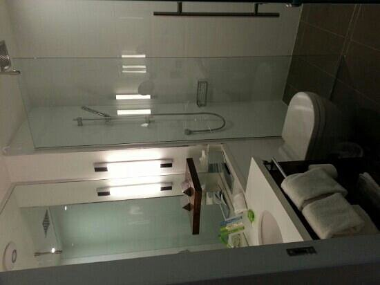 Sandman Signature Newcastle Hotel: bathroom