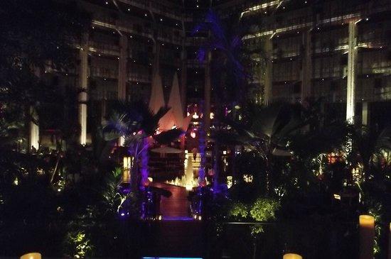 Paradisus Cancun: Atrium at night.