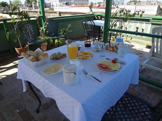 Hostal Olga: breakfast on the roof
