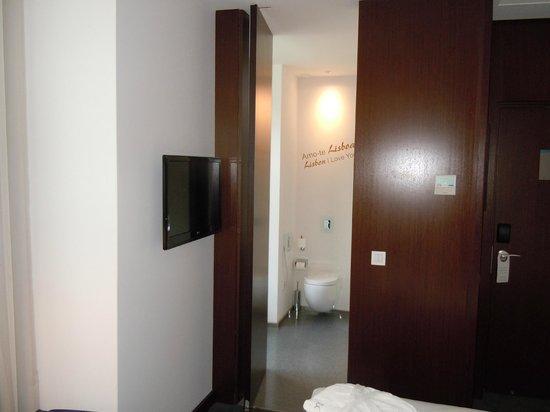 Veduta del bagno al Lisboa Carmo Hotel