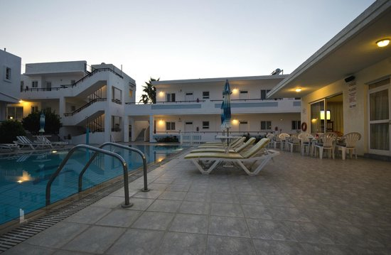 Michalis Studios & Apartments: sun going down