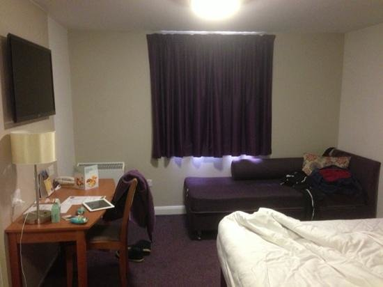Premier Inn Manchester Salford Quays Hotel: room