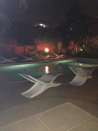 Ibis Abidjan Marcory : Pool/Garden At night