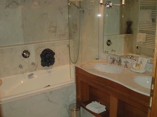 Auberge Saint Walfrid : Salle de bain