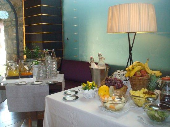 Aquapetra Resort & Spa: la colazione: la frutta e i succhi
