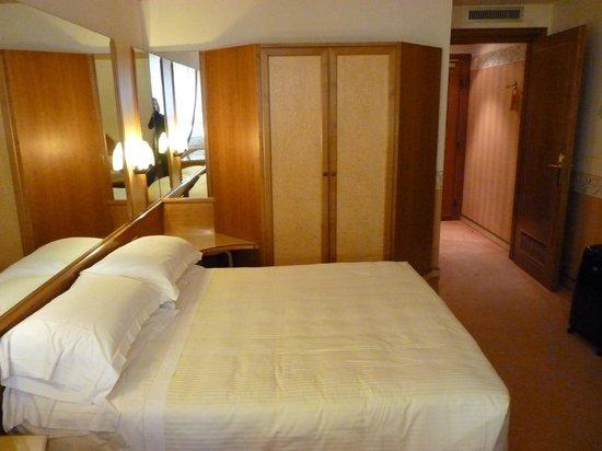 Hotel Sant Anna Roma: chambre 23... Très spacieuse pour 3...