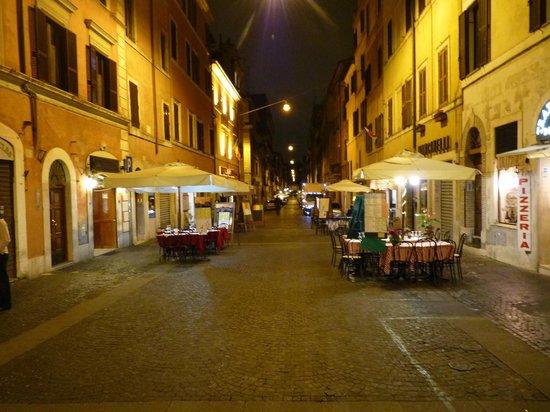 Hotel Sant Anna Roma: Rue de l'hôtel...