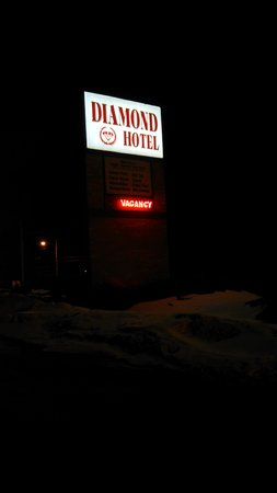 ‪‪Diamond Hotel‬: If you see this sign, you're too far in.‬