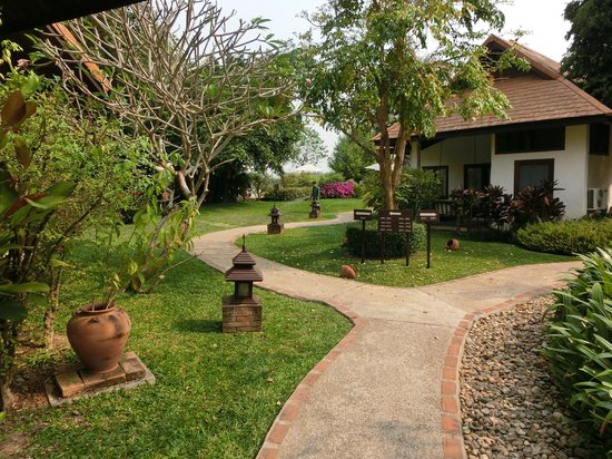 The Legend Chiang Rai: Pool totally devoid of visitors at 9,30 ...