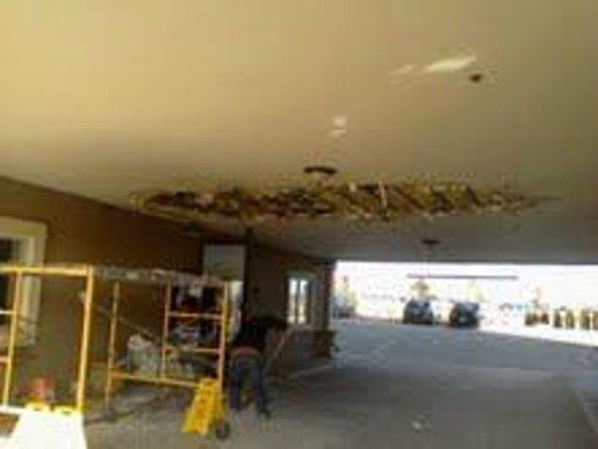 Days Inn Colorado Springs Air Force Academy : roof colapse