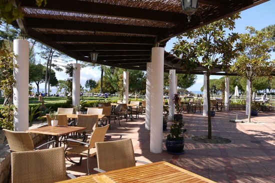 Pine Cliffs Hotel, a Luxury Collection Resort: Restaurant outdoor area